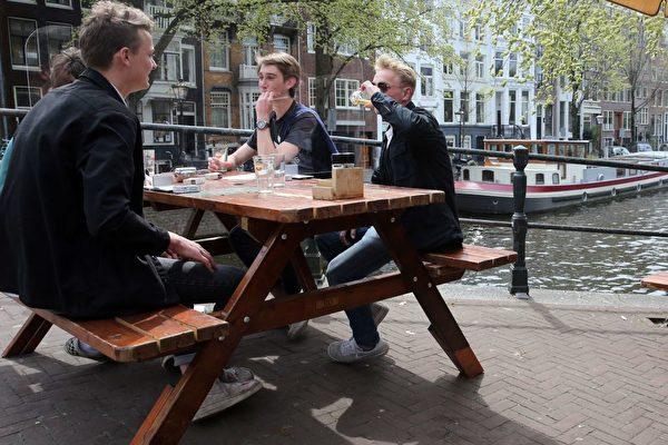 荷蘭進一步解封計劃第四步開始實施
