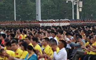 中共党庆 7万人聚集天安门未戴口罩