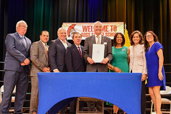 新澤西州長簽署創記錄464億美元新財年預算