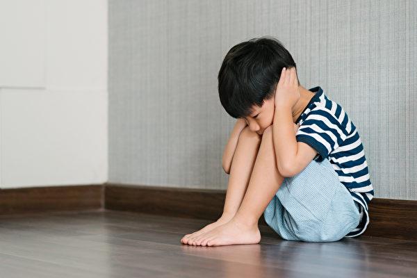 自闭症有哪些症状?如何治疗、可以痊愈吗?(Shutterstock)