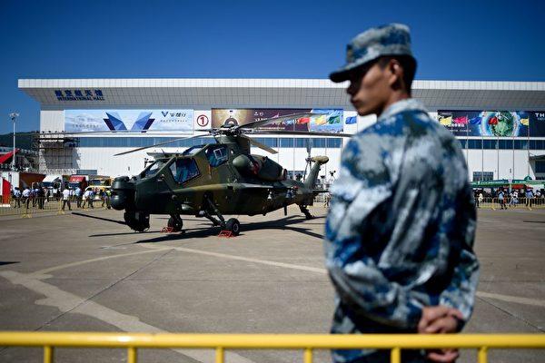 2018年11月6日,中共的直-10武装直升机在珠海航空展上。(Wang Zhao/AFP via Getty Images)