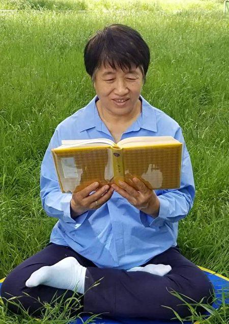 1996年,淑文正式走入大法修炼,每天恭读《转法轮》,越看越神奇,感觉每天都在自我超越。