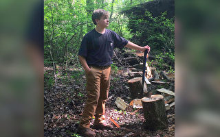 励志 美13岁少年经营卖柴生意且成绩优异