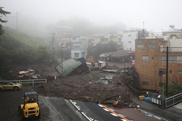 组图:日本静冈县豪雨致泥石流 逾百人失踪