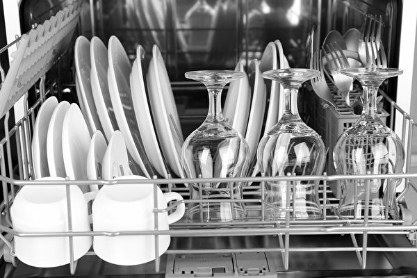 Open,Dishwasher,With,Clean,Utensils,In,It