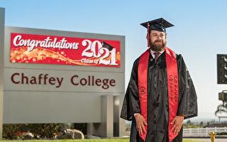 家遇困境住車裡 美大學生克服萬難順利畢業