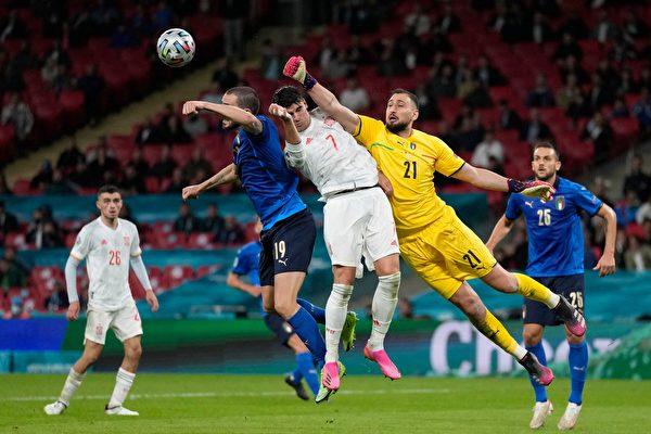 组图:欧洲杯足球半决赛 意大利5:3胜西班牙