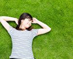 從醫生角度,怎麼看躺平的現象?(Shutterstock)