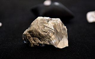 博茨瓦纳出土1174克拉巨钻 全球排名第三