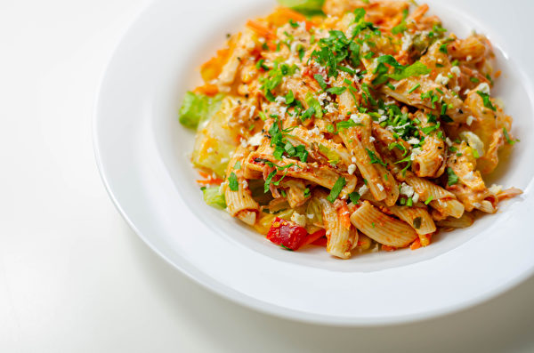 Piri,Piri,Style,Chicken,On,A,Bed,Of,Wholewheat,Pasta