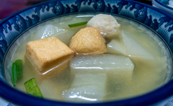 Close-up,Of,A,Bowl,Of,Simple,Homemade,Japanese,Oden,Soup,