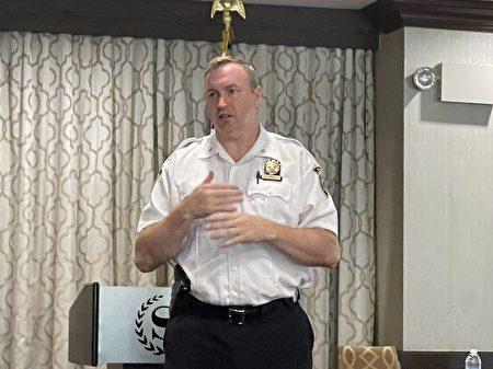 109分局局長歐康納(John O'Connell)鼓勵商家在店裡安裝攝像頭,以保留證據。