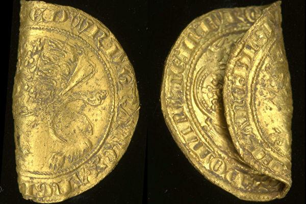 英国出土两枚14世纪稀有金币 纯度达96%