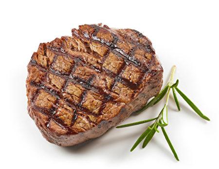 """可口肉片与肉排,再搭配经典汤包或调理包,不出门也能享受熟悉惊艳的美味,一起防疫宅家购。让网友直呼""""超划算有什么理由不买吗?"""