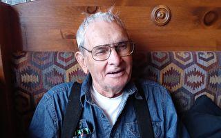 九旬二戰老兵被迫住車裡 善心夫婦募款幫他