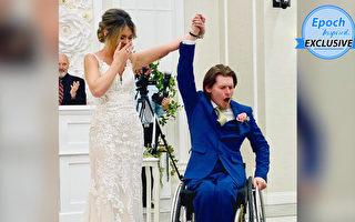 癱瘓新郎想妙招站起來擁抱新娘 感動人心