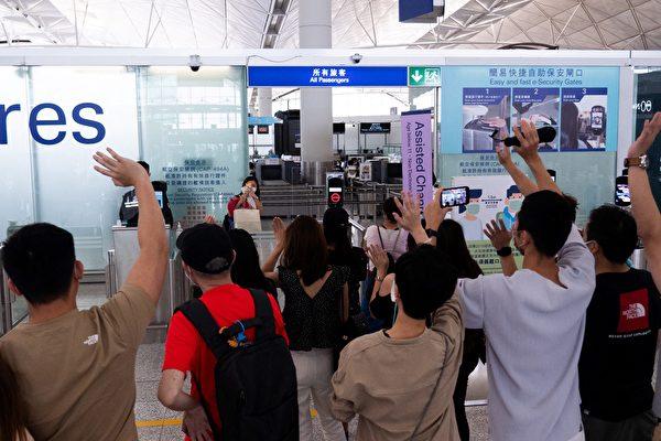 组图:英国特许入境届期前 香港爆离境潮