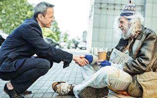 北卡退休男子與無家可歸者成好友 送房給他