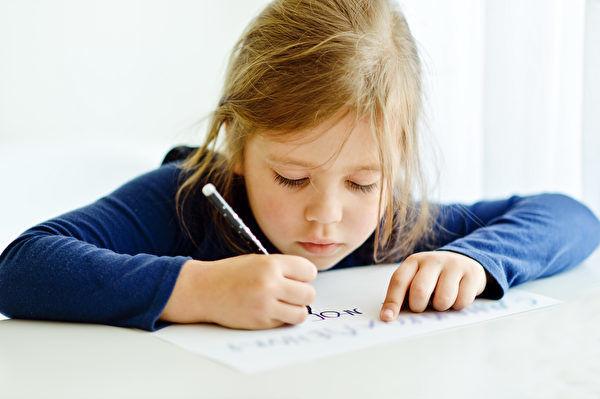 研究:手寫學習勝過使用電腦