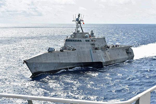 7 月 13 ,美軍公佈獨立級濱海戰鬥艦查爾斯頓(LCS 18)在南海航行。(美國海軍)