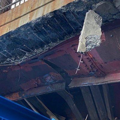 I93卡車撞橋 或致堵車數月
