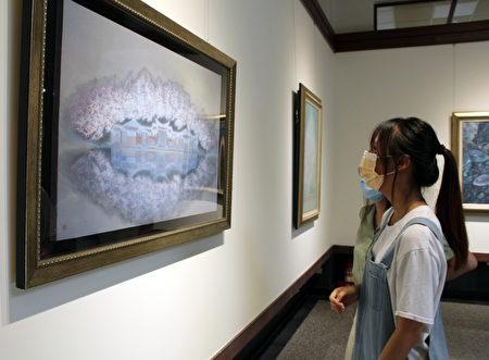 呂金龍的膠彩作品「水映」古典而吸睛,頗受年輕人喜愛。