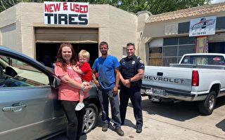 突遇爆胎母子困路邊 警員免費幫換一套新胎