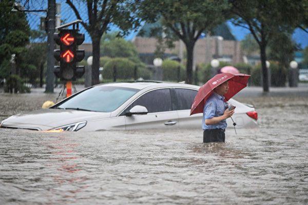 鄭州暴雨網上湧現求助帖 一小區數百人被困