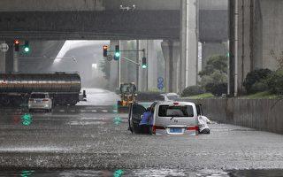 郑州水灾后缺水停电 市面现抢购潮