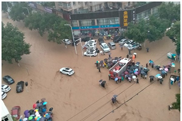 暴雨洪灾 郑州市民讲述惊险的一天
