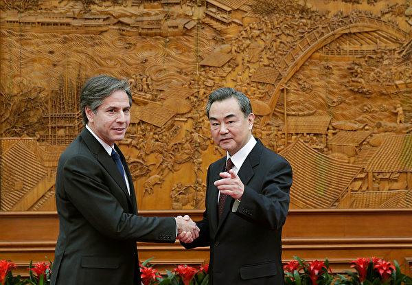 2015年2月11日,布林肯作為美國副國務卿訪問北京,會見中共外長王毅。(Andy Wong - Pool/Getty Image)