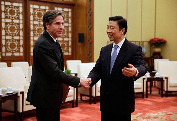 2015年2月11日,布林肯作為美國副國務卿訪問北京,時任中共國家副主席的李源潮與布林肯見面。(Andy Wong - Pool/Getty Image)
