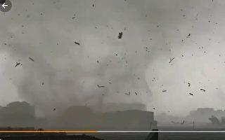 河北保定突遭龙卷风袭击 屋顶被掀飞