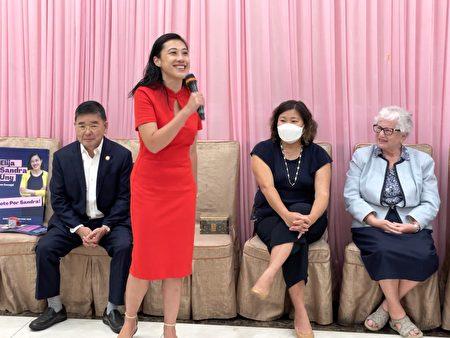 黃敏儀(左二)感謝所有來賓對她的支持。