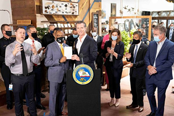 加州有组织零售店盗窃频传 州长签署遏制法案