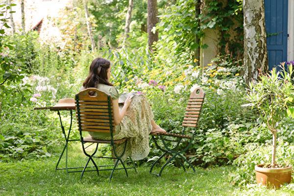 「低維護」花園不用除蟲草 只要做到一個關鍵