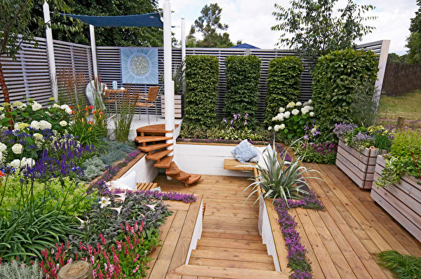 A,Colourful,Show,Garden,With,Seating,And,Decking,For,An