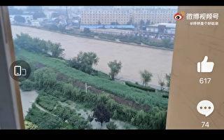 河南安阳泄洪淹轻纺城 十分钟涨水商户被困