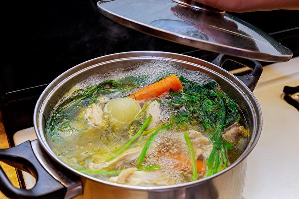 低温烹调可减少食物成分的裂变,进而减少慢性发炎。(Shutterstock)