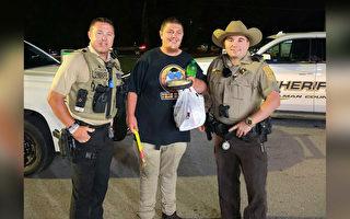 年輕自閉症男在一群善良警察幫助下返回家