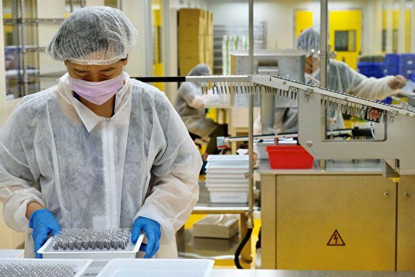 高端疫苗與諾瓦瓦克斯的蛋白質來源、製作技術及使用的佐劑都不同,無法比較。(SAM YEHGetty Images)
