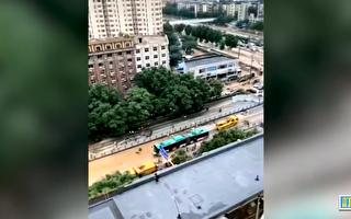 視頻:鄭州一輛被拖出的公交車引發質疑