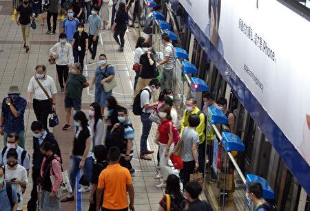 捷運站人潮明顯回流。