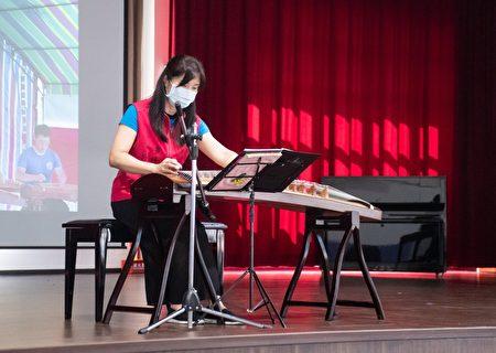 桃园市高中以下学校教职员专案疫苗第一剂施打,现场有音乐演出。