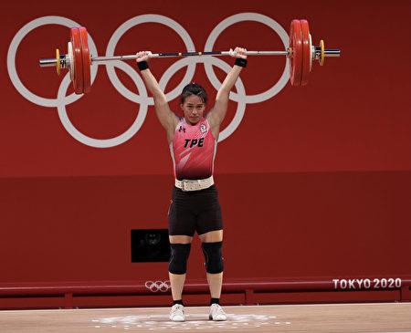 郭婞淳27日下午在東京奧運女子舉重59公斤級賽事中拿下金牌。