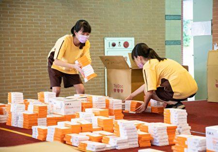 桃园市补教业快筛试剂发放。