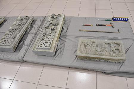 青斗石雕墓碑。
