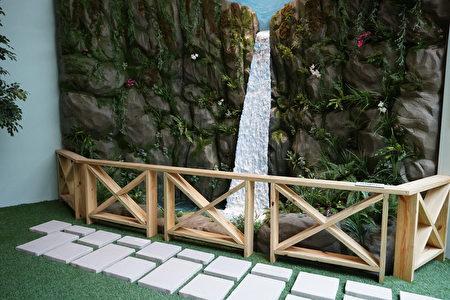 台湾黑熊在南安瀑布附近出没的场景模拟。