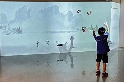 大型的投影,以動畫讓十二生肖「活靈活現」。藉由這些「會動的象形字」,刺激孩童對觀察、想像與創造力。
