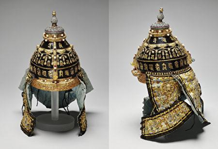 故宮南院自7月30日起推出「遠方的戰爭─清宮銅版戰圖展」,展出清 乾隆 嵌東珠寶石盔。